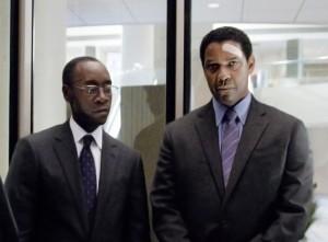 Charlie Anderson von der Pilotengewerkschaft (Bruce Greenwood), Anwalt Hugh Lang (Don Cheadle) und Whip (Denzel Washington) vor der alles entscheidenden Anhörung