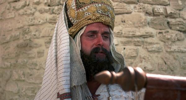 Kann es sein, dass Weibsvolk anwesend ist? John Cleese als Hohepriester Quelle: Blu-ray