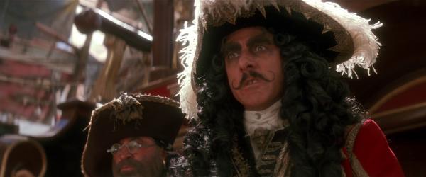 Bob Hoskins als Smee und Dustin Hoffman als Hook Quelle: Blu-ray