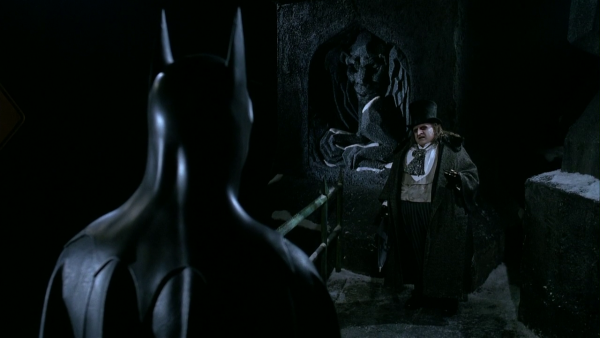 Batman und der Pinguin stehen sich gegenüber Quelle: Blu-ray